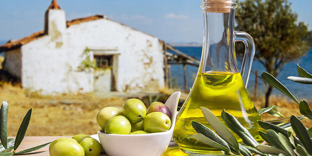 What is the mediterranean diet and what are its benefits?