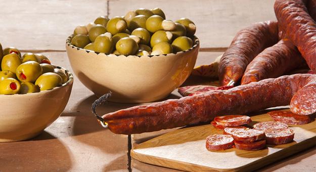 Spanish chorizo tapas: Sliced chorizo as an appetiser